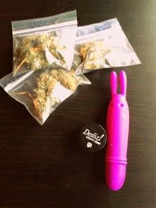 Marihuana, ideal para el sexo oral o para masturbarse con un vibrador