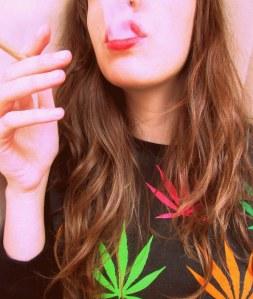 Marihuana, para mí una de las cosas más sexys que hay es fumar maría, el humo blanco, denso...